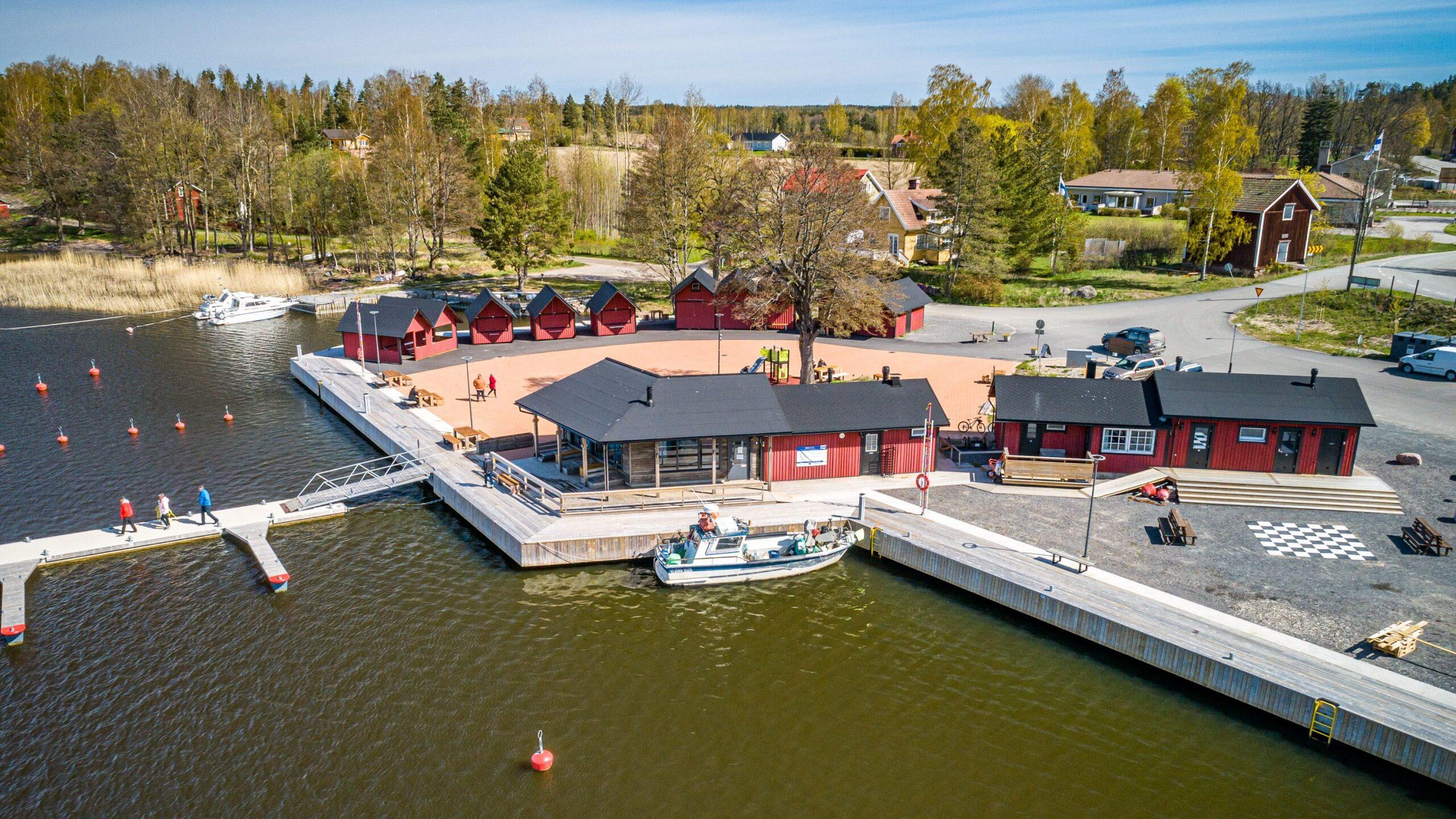 Bromarv Skärgårdshamn Strandbistron Torgplats