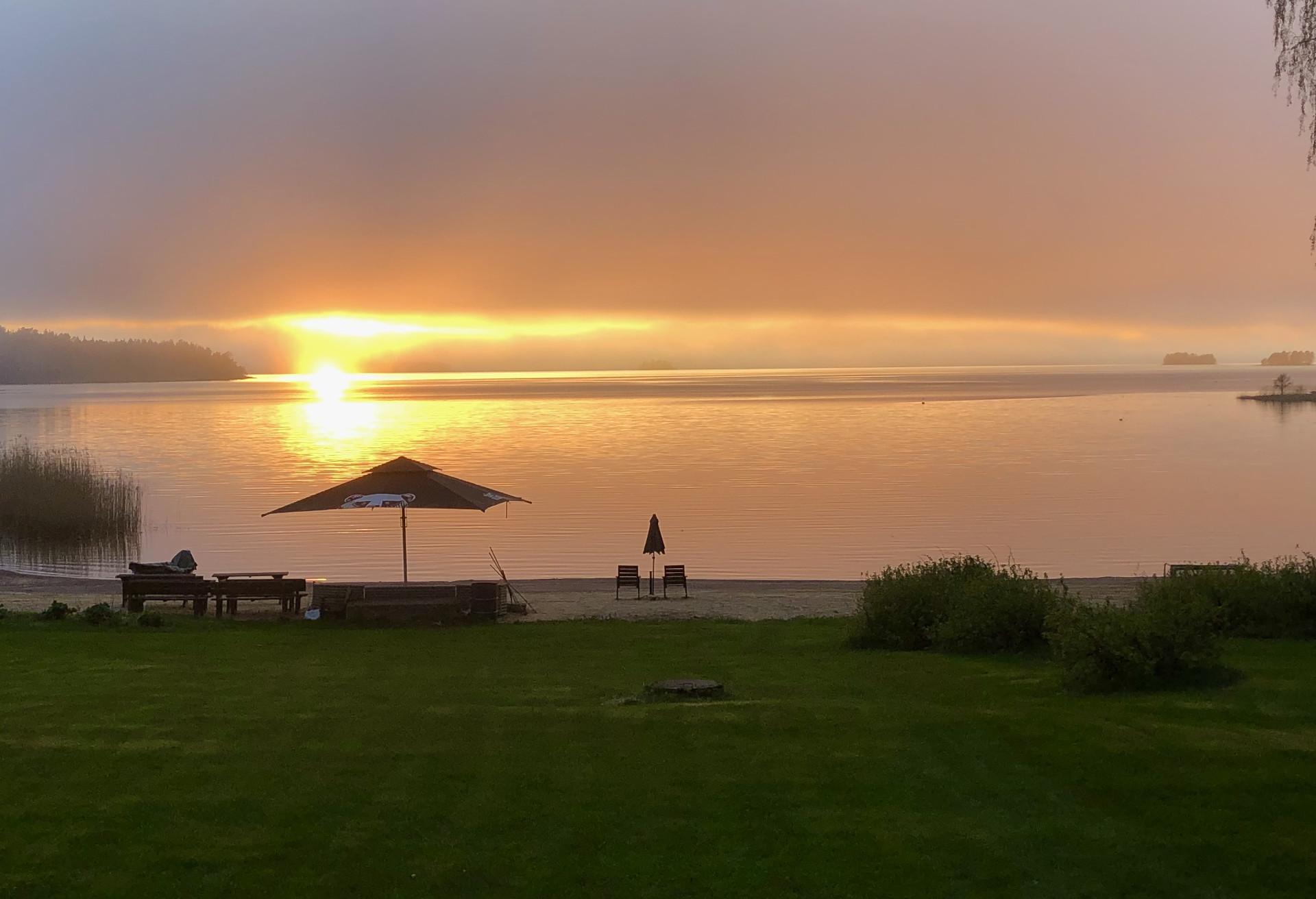 Solnedgång Vid Bromarv Gård
